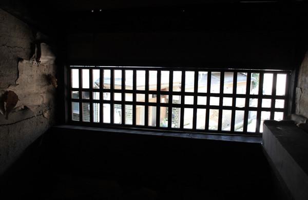 虫籠窓にはガラスが入っていません width=
